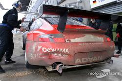 Pitstop for #40 Seikel Motorsport Porsche GT3-RS: Gabrio Rosa, Johnny Mowlem, Alex Caffi