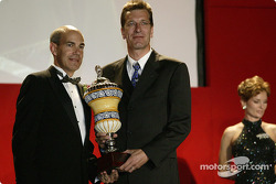 Teams' champion: Ralf Jüttner, Technical Director Infineon Team Joest, with ALMS COO Scott Atherton