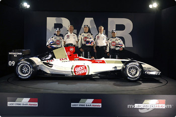 Anthony Davidson, David Richards, Jenson Button, Geoff Willis and Takuma Sato with the new BAR 006