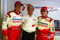 Olivier Panis and Cristiano da Matta with Akihiko Saito, EVP Toyota Motor Corporation