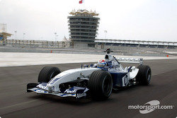 Marc Gene drives the Williams BMW around the Bahrain International Circuit