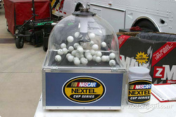 Hopper for qualifying draw in NEXTEL Cup