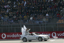 Drivers parade: Bernd Schneider and Christijan Albers