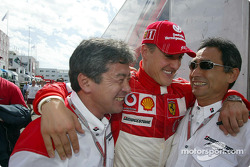 Michael Schumacher celebrates victory with Bridgestone team members