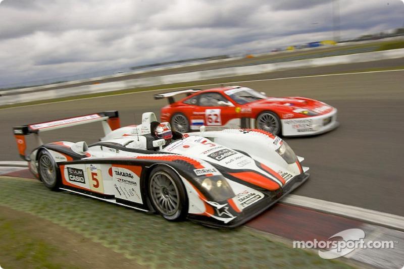 #5 Audi Sport Japan Team Goh Audi R8: Seiji Ara, Rinaldo Capello, #62 Barron Connor Racing Ferrari 575 Maranello: Mike Hezemans, Jean-Denis Deletraz, Ange-Daniel Barde