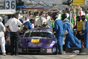 Pitstop for #89 Synergy Motorsport TVR 400R: Bob Berridge, Chris Stockton, Michael Caine, and #96 Synergy Motorsport TVR 400R: Lawrence Tomlinson, Nigel Greensall, Gareth Evans