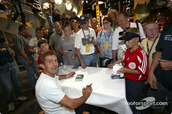 Autograph session for Bernd Schneider