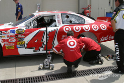 Casey Mears crew work on the car
