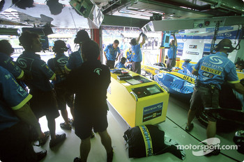 Renault F1 team members prepare to send Fernando Alonso on the track