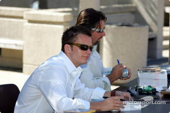 Drink Smart event at The University of Illinois in Chicago: Dan Wheldon and Michael Andretti sign autographs