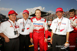 Olivier Panis with Toyota President Fujio Cho and Toyota team members on the starting grid