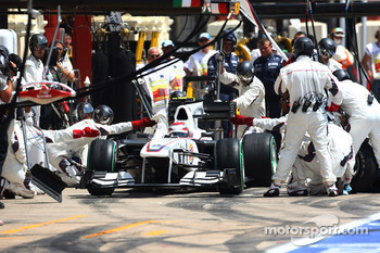 Kamui Kobayashi, BMW Sauber F1 Team makes his pit stop