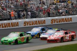 Kyle Busch, Joe Gibbs Racing Toyota, Juan Pablo Montoya, Earnhardt Ganassi Racing Chevrolet, Mark Martin, Hendrick Motorsports Chevrolet, Kurt Busch, Penske Racing Dodge