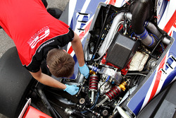 F2 mechanics work on the Audi engine of Jolyon Palmer