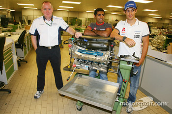 Mark Gallagher, General Manager of Cosworth's F1 Business Unit, Karun Chandhok, Hispania Racing F1 Team and Bruno Senna, Hispania Racing F1 Team, visit of the Cosworth factory in Northhampton