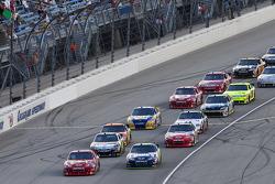 Start: Jamie McMurray, Earnhardt Ganassi Racing Chevrolet and Jimmie Johnson, Hendrick Motorsports Chevrolet lead the field