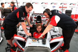 F2 mechanics work on the car of Nicola de Marco
