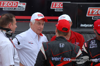 Victory lane: race winner Will Power, Team Penske celebrates with Roger Penske