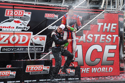 Podium: race winner Will Power, Team Penske celebrates with champagne
