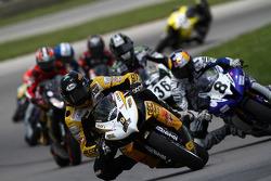 #1 Richie Morris Racing - Suzuki GSX-R600: Danny Eslick leads the field on lap 1