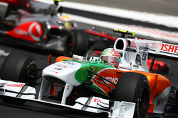 Vitantonio Liuzzi, Force India F1 Team leads Lewis Hamilton, McLaren Mercedes