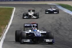 Rubens Barrichello, Williams F1 Team leads Pedro de la Rosa, BMW Sauber F1 Team