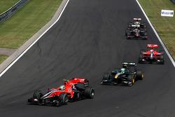 Lucas di Grassi, Virgin Racing leads Heikki Kovalainen, Lotus F1 Team