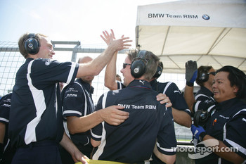 The BME Team RBM celebrate the victory of Andy Priaulx BMW Team RBM BMW 320si