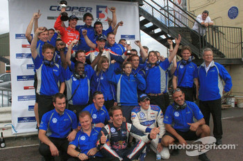 Team Carlin celebrate 1-2-3-4 finish with race winner James Calado, Jean-Eric Vergne, Rupert Svendsen-Cook and Adriano Buzaid