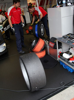 Audi mechanics working the inner and outer tyre heaters in the pitbox