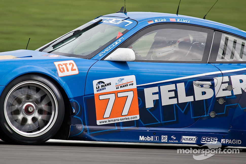 #77 Team Felbermayr Proton Porsche 997 GT3 RSR: Marc Lieb, Richard Lietz