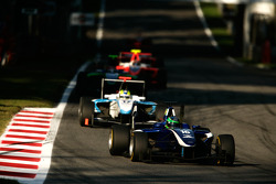 Lucas Foresti leads Felipe Guimaraes