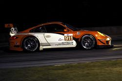 #911 Porsche Motorsports North America Porsche 911 GT3R Hybrid: Timo Bernhard, Romain Dumas, Mike Rockenfeller