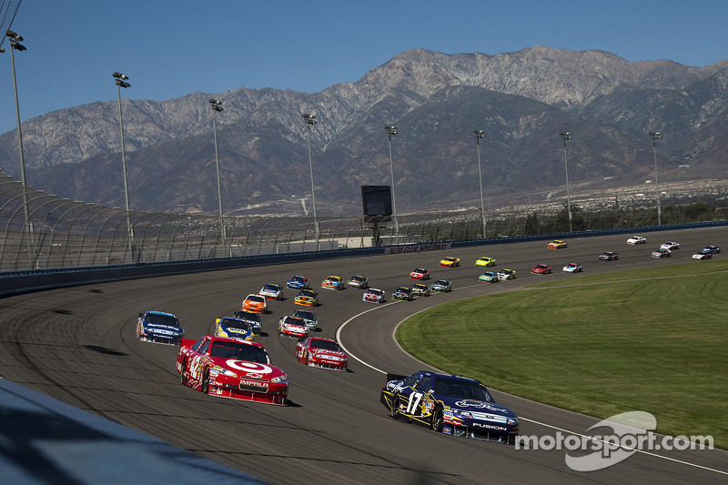 Juan Pablo Montoya, Earnhardt Ganassi Racing Chevrolet and Matt Kenseth, Roush Fenway Racing Ford