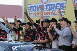Dave Connolly and IDG Makita Power Tools crew members celebrating their victory at the 2010 Toyo Tires NHRA Nationals in their first race this season