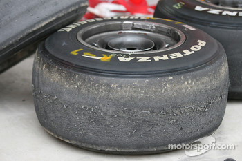 Fernando Alonso, Scuderia Ferrari Bridgestone tyres suffering from tyre graining