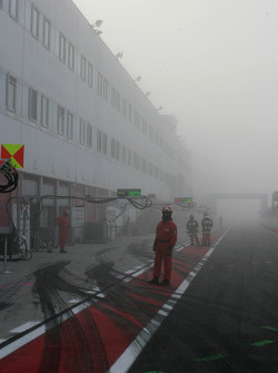 Start of practice delayed because of the heavy fog