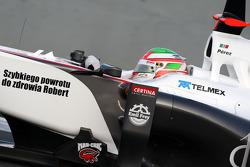 Vitaly Petrov, Lotus Renault GP, with a message for Robert Kubica, Lotus Renault GP
