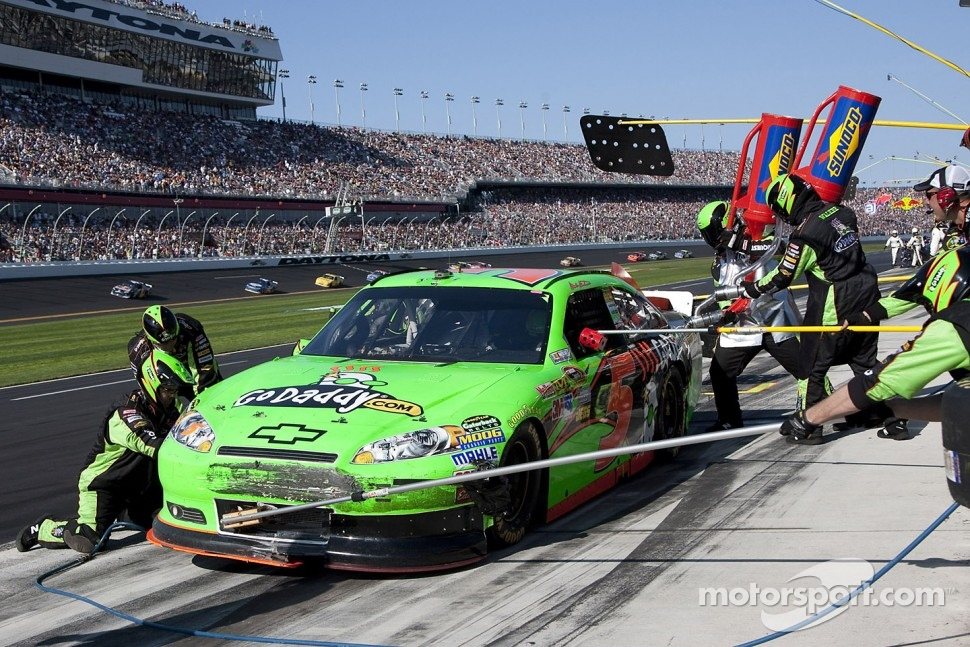 Pit stop for Mark Martin, Hendrick Motorsports Chevrolet