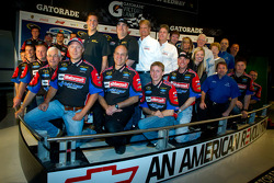 NASCAR-CUP: Champion's breakfast: 2011 Daytona 500 winner Trevor Bayne, Wood Brothers Racing Ford with the Wood Brothers team members