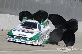 Mike Neff deploys the parachutes aboard his Castrol GTX Ford Mustang