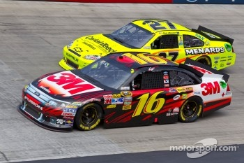 Greg Biffle, Roush Fenway Racing Ford and Paul Menard, Richard Childress Racing Chevrolet