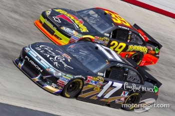 Ryan Newman, Stewart-Haas Racing Chevrolet and Matt Kenseth, Roush Fenway Racing Ford