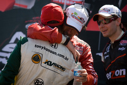 Race winner Dario Franchitti, Target Chip Ganassi Racing celebrates with Tony Kanaan, KV Racing Technology-Lotus