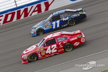 Juan Pablo Montoya, Earnhardt Ganassi Racing Chevrolet and Denny Hamlin, Joe Gibbs Racing Toyota
