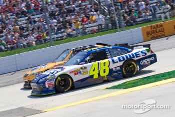 Jimmie Johnson, Hendrick Motorsports Chevrolet and Kyle Busch, Joe Gibbs Racing Toyota