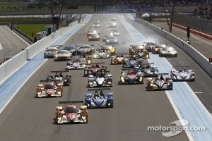 Start: #12 Rebellion Racing Lola B10/60 Coupé - Toyota: Nicolas Prost, Neel Jani leads the field