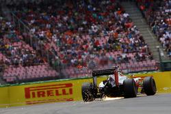 Esteban Gutierrez, Haas F1 Team VF-16 sends sparks flying