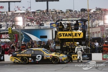 Pit stop for Marcos Ambrose, Petty Motorsport Ford