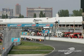 Start: Sébastien Bourdais takes the lead